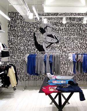 Habillage mural du magasin Citadium Beaubourg ainsi que du rez de chaussée du Citadium Caumartin, aux côtés du collectif Atelier 29.